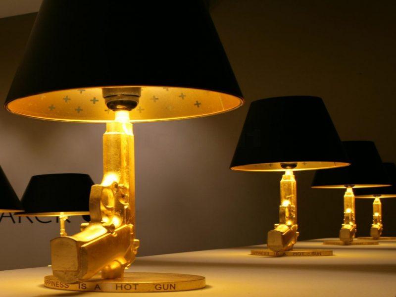 Gun Lamp di Flos, progettata da Philippe Starck