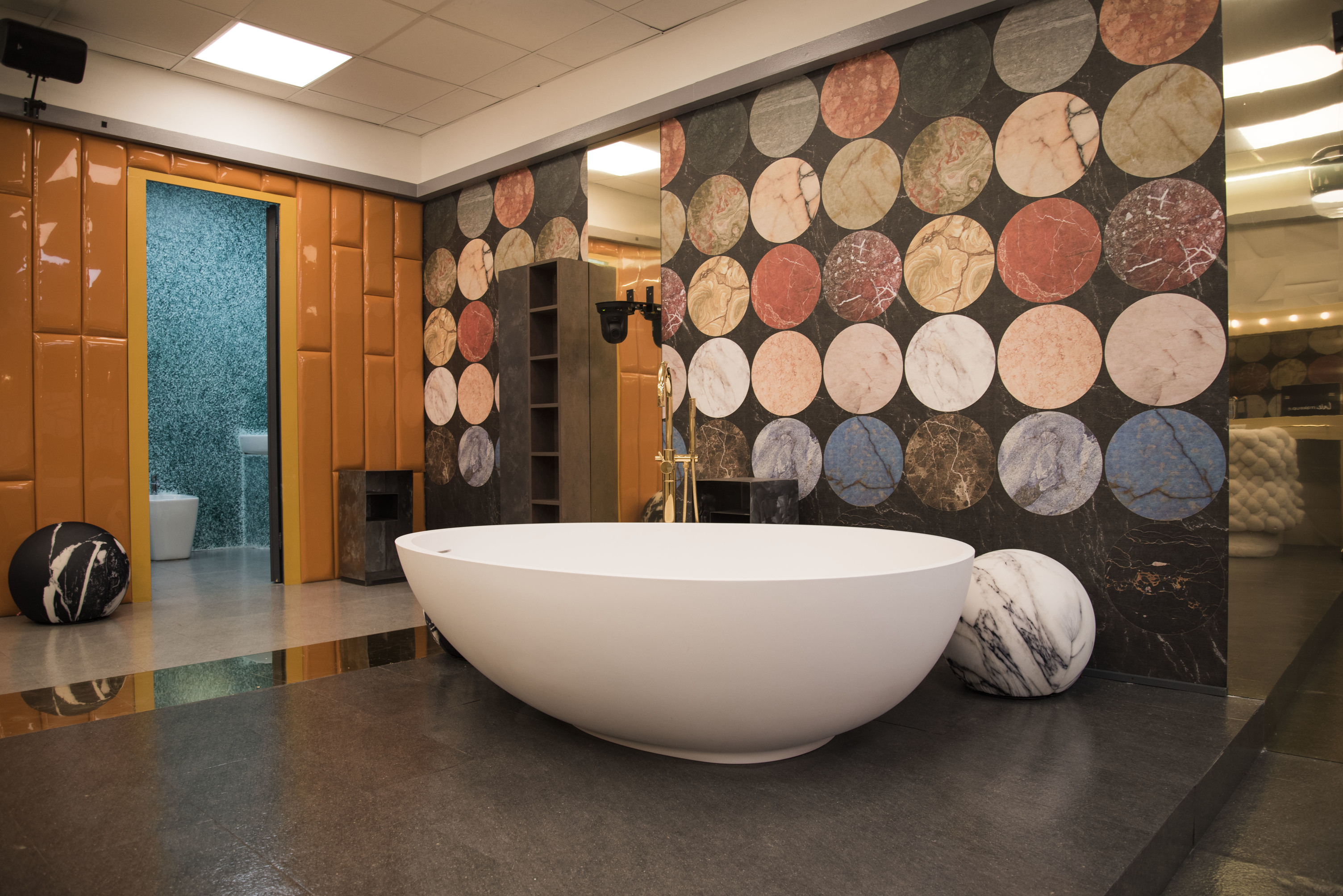 """Vasca Da Bagno Enorme the bathroom in """"celebrity big brother"""" features"""