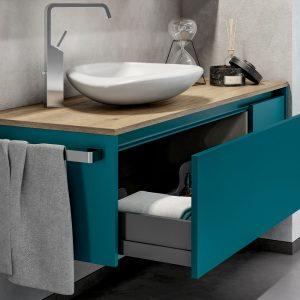 Mobili blu (e non solo) per un effetto relax